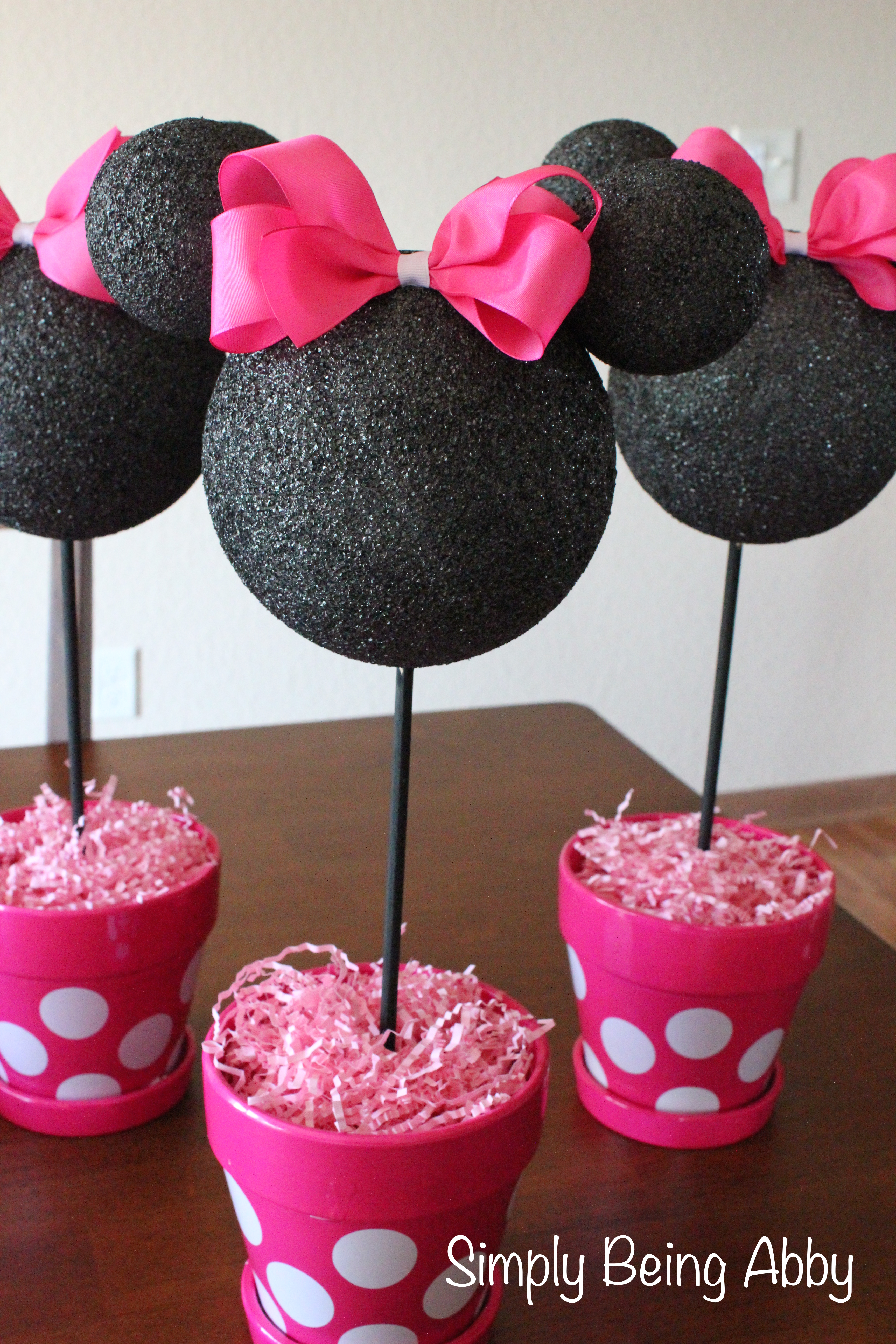 minnie mouse centerpiece decorations simply being abby. Black Bedroom Furniture Sets. Home Design Ideas